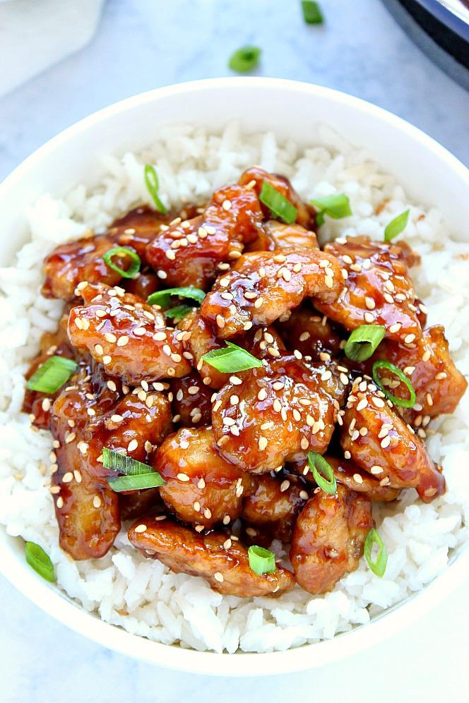 Pollo asiático, con salsa dulce a base deajonjolí.